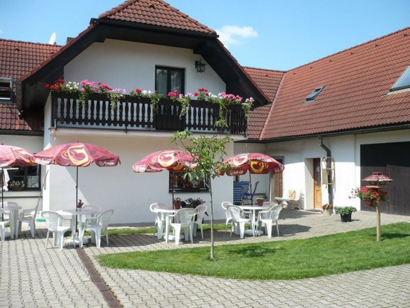 Die Terrasse vom Guesthouse Camping Pliscovice