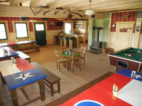 Der Saloon der Lake Horse Ranch